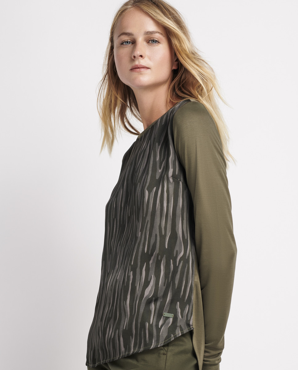 T-Shirt c/ Frente em Tecido Estampado
